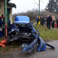 Autó hajtott a vonat elé Jánosszállásnál