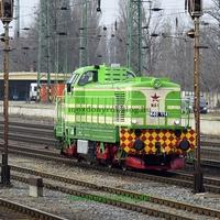 Régi-új mozdony a síneken