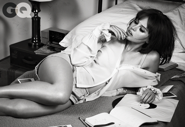 gq-magazine-ft_-felicity-jones-swipelife-1.jpg
