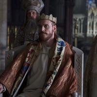 Michael Fassbender meggyilkolja a királyt