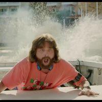 Farpofái közé lő a Másnaposok sztárja az új filmben - Videó