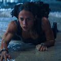 Kiimádkoznák a melltartójából Alicia Vikandert az új Tomb Raiderben
