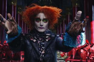 Új jeleneteket mutatnak az Alice Tükörországban filmből