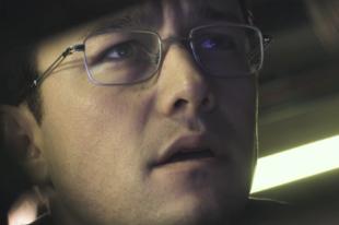 Itt a Snowden-film trailere