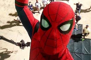 Ilyen menően szelfizik az új Pókember