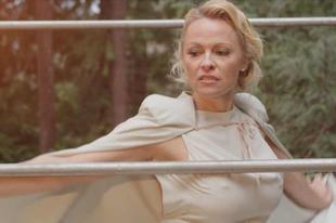 Az öngyilkosok erdejében járt Pamela Anderson
