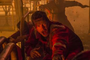 Felrobbant olajfúrótoronyból menti az embereket Mark Wahlberg