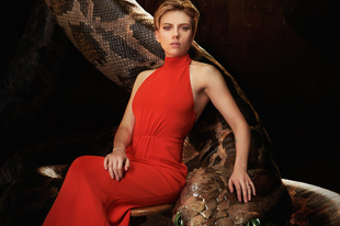 Ilyen ígézően sziszeg Scarlett Johansson