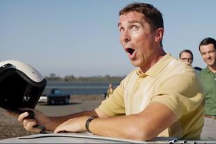 Christian Bale kell hozzá, hogy a Ford megelőzze a Ferrarit