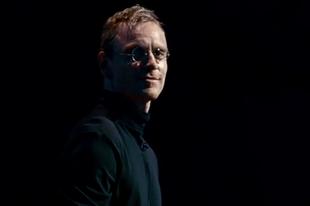 Fassbender bújik Steve Jobs bőrébe