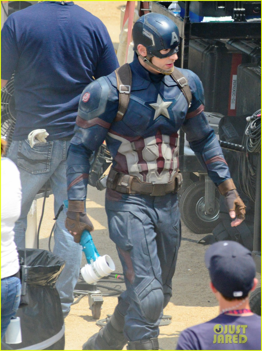 captain-americas-new-weapon-is-a-enter-our-poll-03.jpg