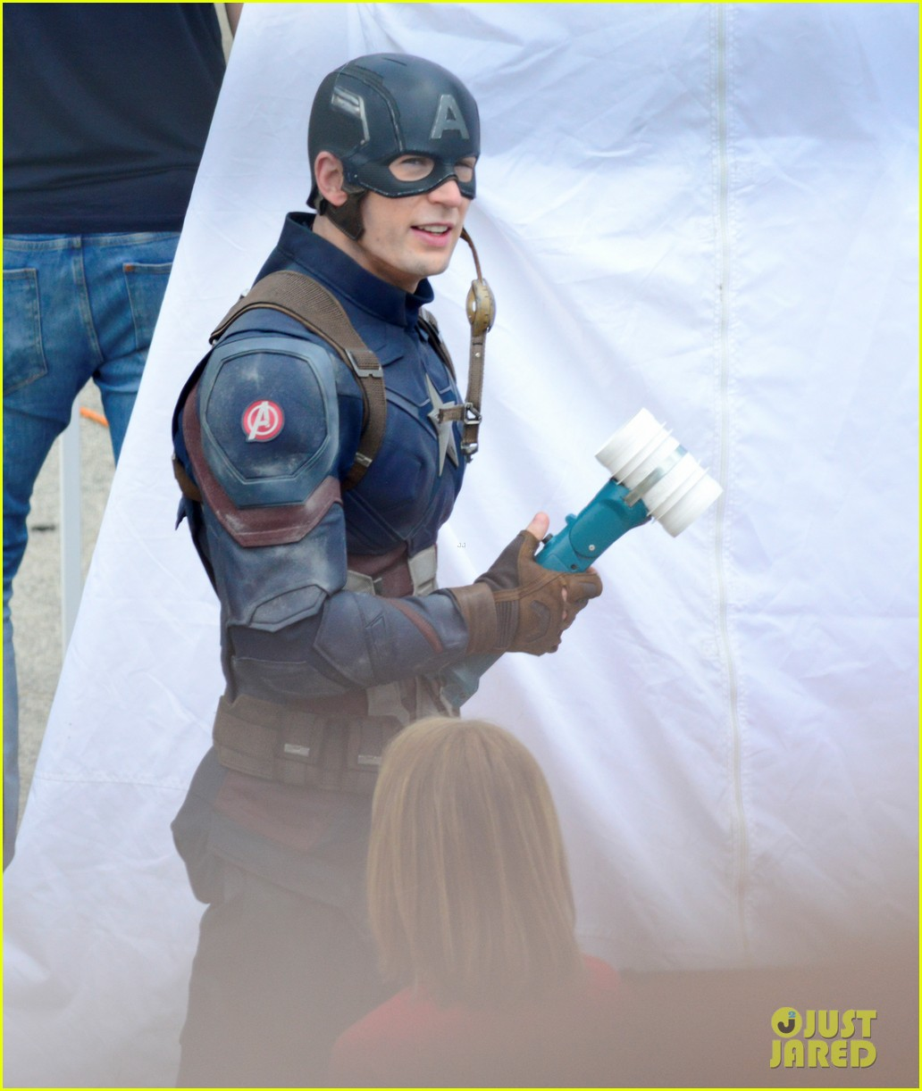 captain-americas-new-weapon-is-a-enter-our-poll-07.jpg