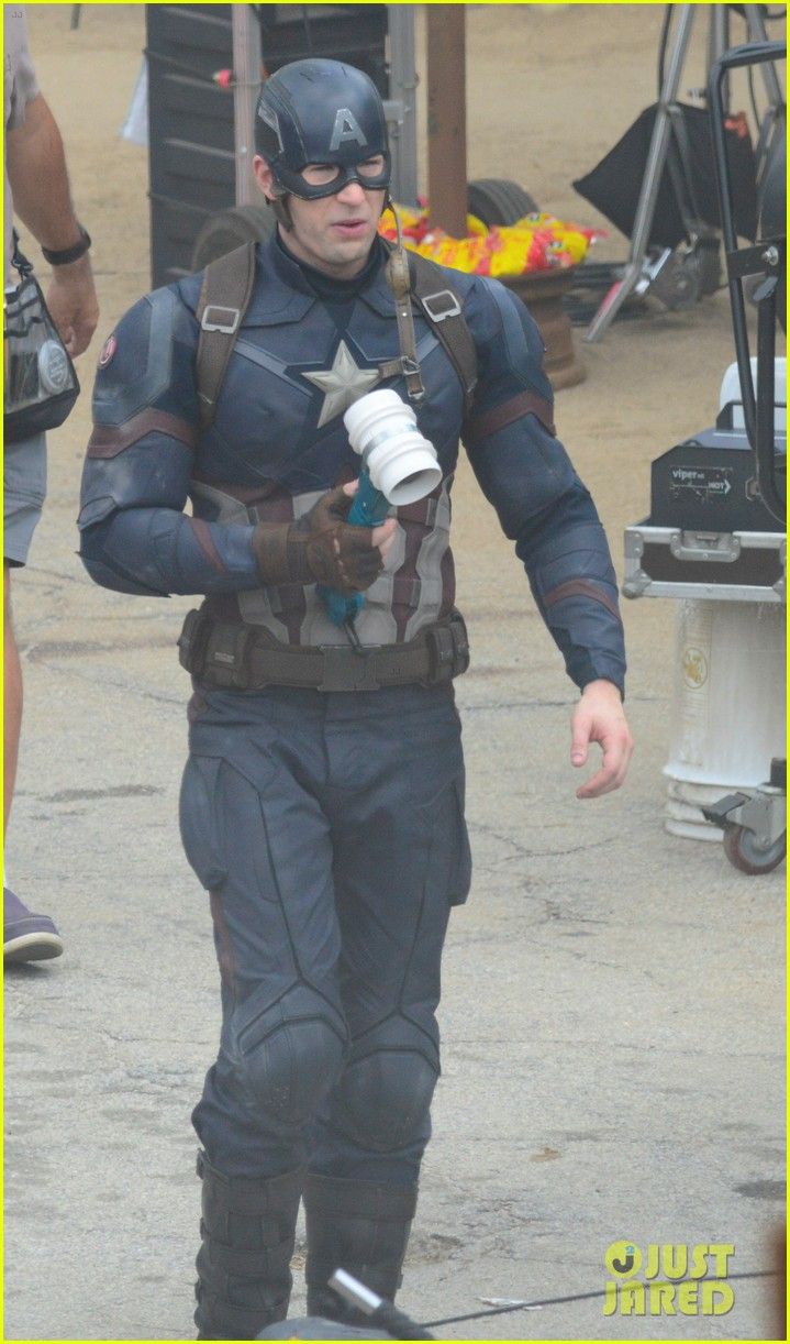 captain-americas-new-weapon-is-a-enter-our-poll-08.jpg