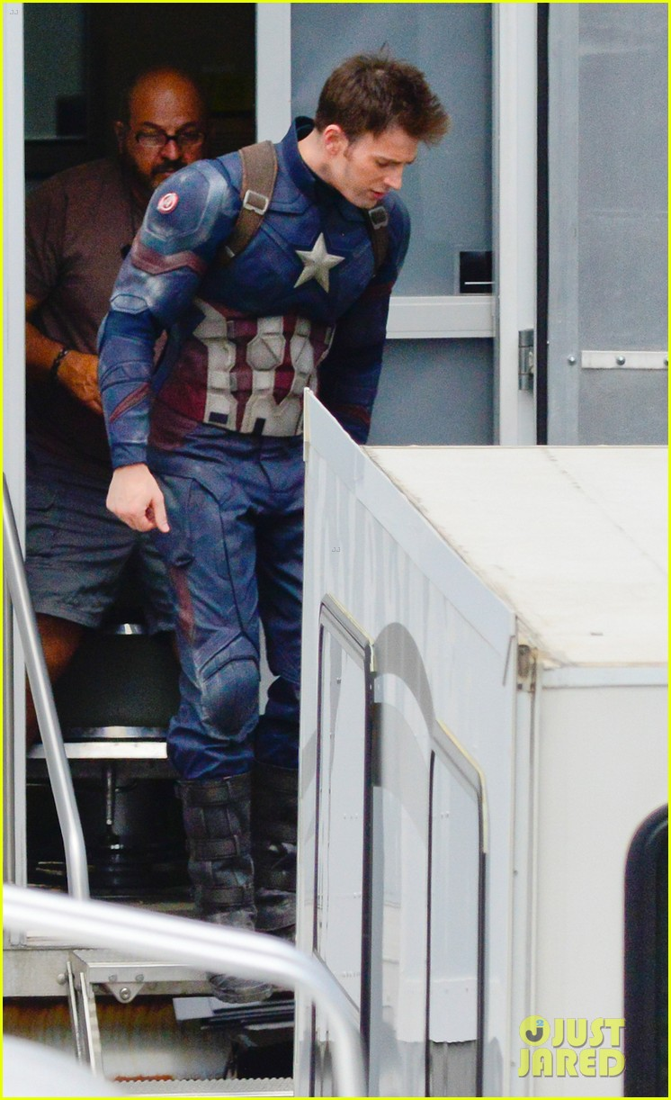 captain-americas-new-weapon-is-a-enter-our-poll-25.jpg