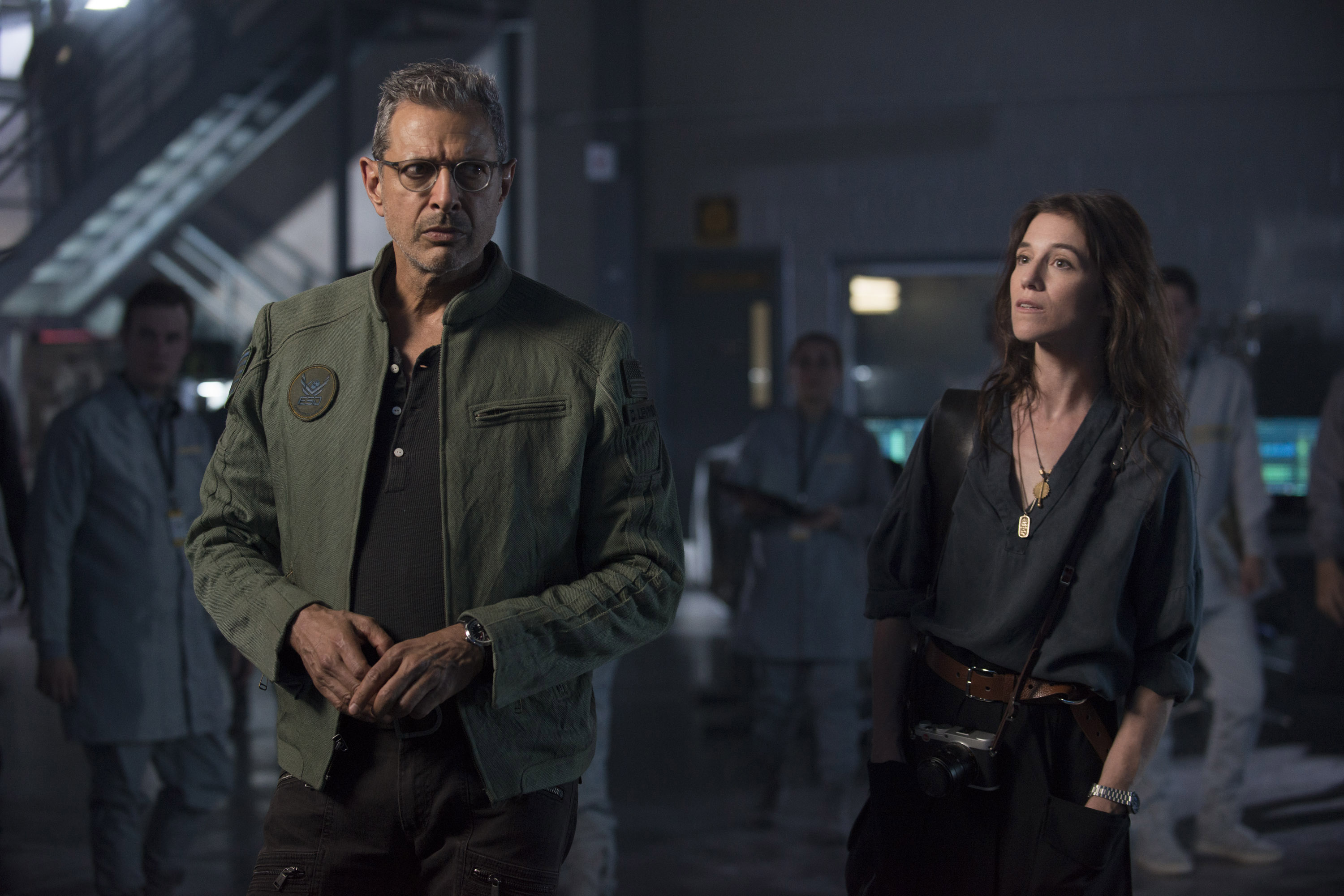 independence-day-resurgence-jeff-goldblum-charlotte-gainsbourgh.jpg