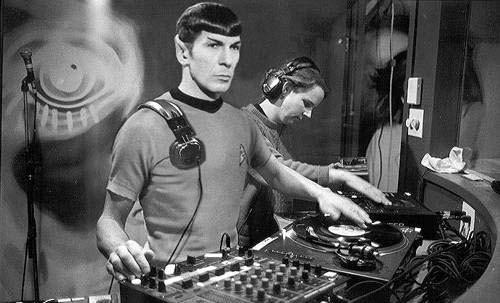 spock_on_the_decks_by_ghostbearalpha.jpg
