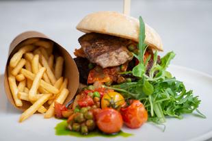 Hogyan érkezett meg a hamburger Magyarországra?
