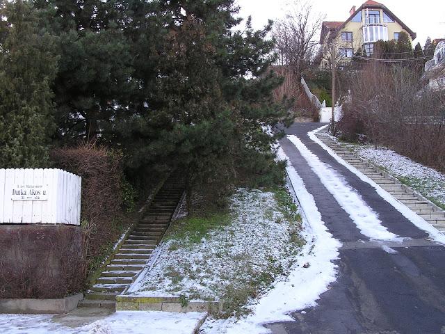 Budapest II.ker, Táltos utca 35% Dutka Ákos utca saroknál