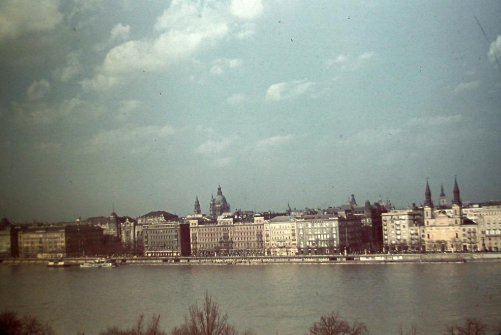 1940_duna_latkep_a_szallodasorral.jpg