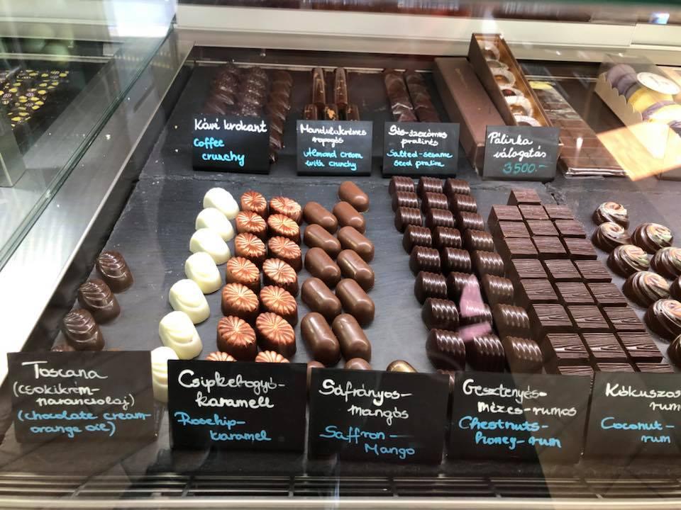 coco7-csokolade-bonbon-mousse-mrfoster.jpg