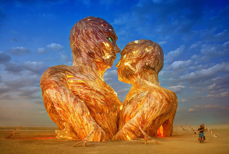 embrace-sculpture-burning-man-trey-ratcliff-2014.jpg