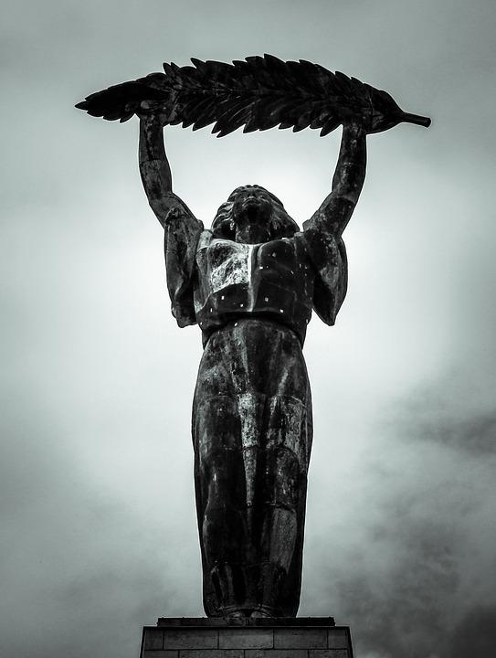gellerthegy-gellerthill-szabadsag-szobor-statue-liberty-mrfosterblog.jpg