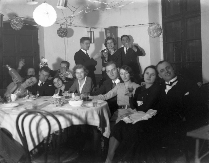 1934. Szilveszteri mulatság Magyarországon (Fortepan).