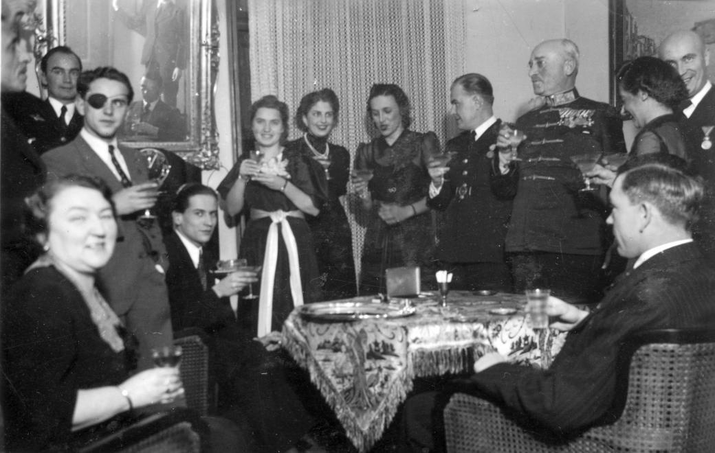 1939. Szilveszter a katonákkal Tapolcán (Fortepan.)