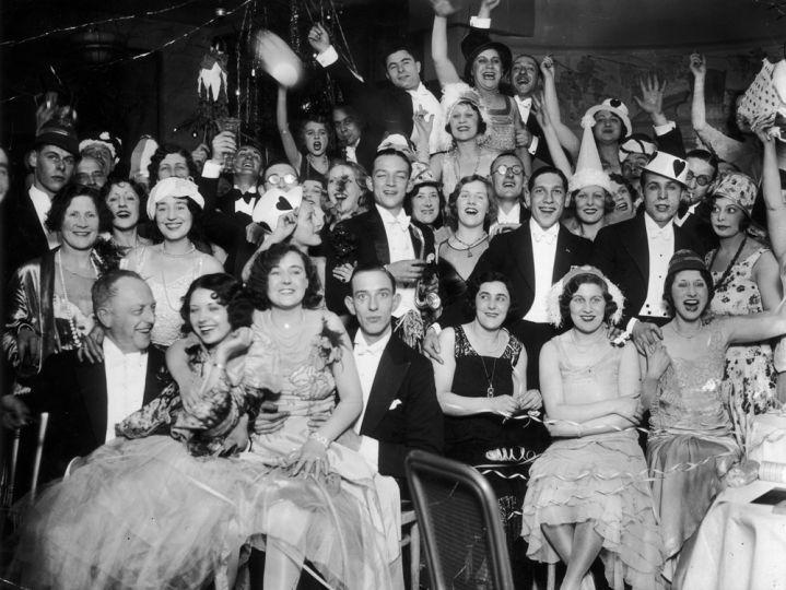 1930. január 1. Újévi party a Deauville étteremben Londonban.