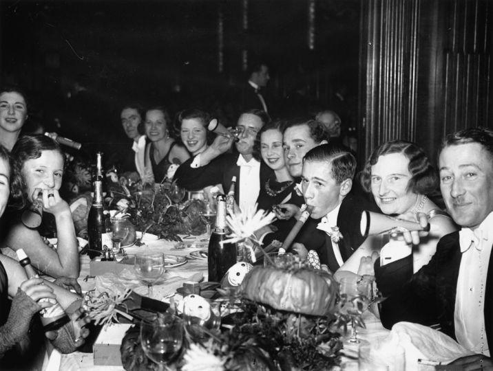 Ünnepség a Piccadilly Hotelben december 31-én 1931-ben.