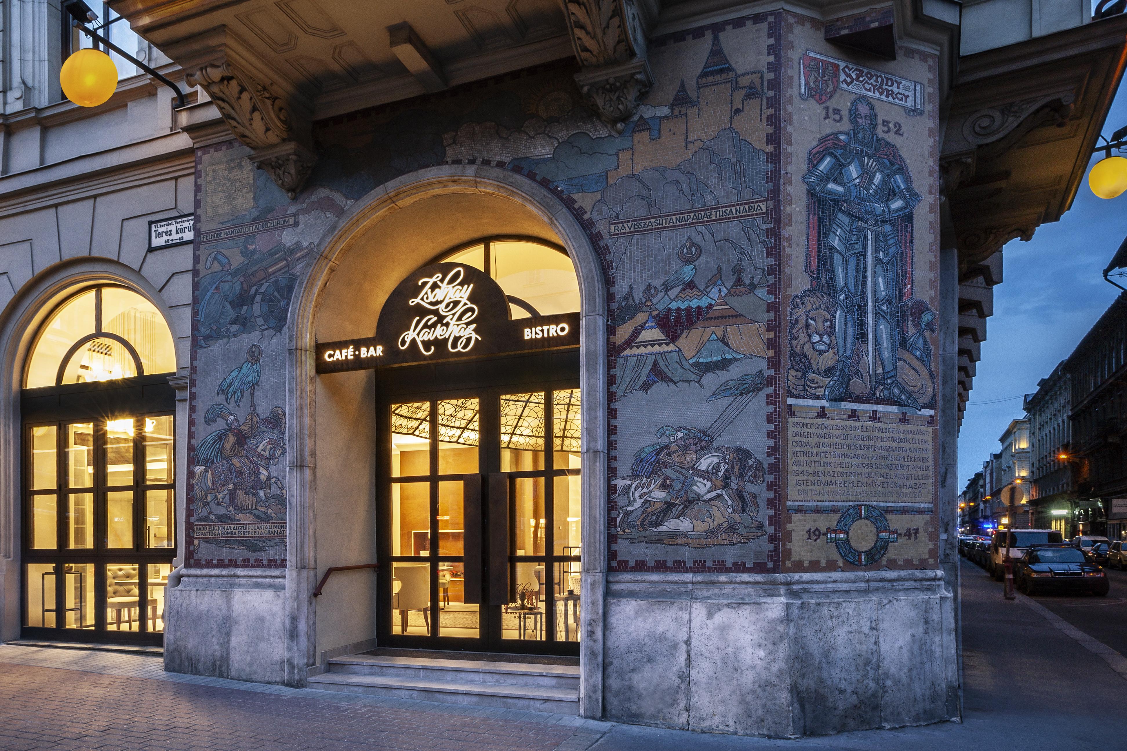 zsolnay_cafe_entrance.jpg