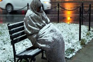 Sarkvidéki fagy jön: segítsünk a hajléktalan embereknek!