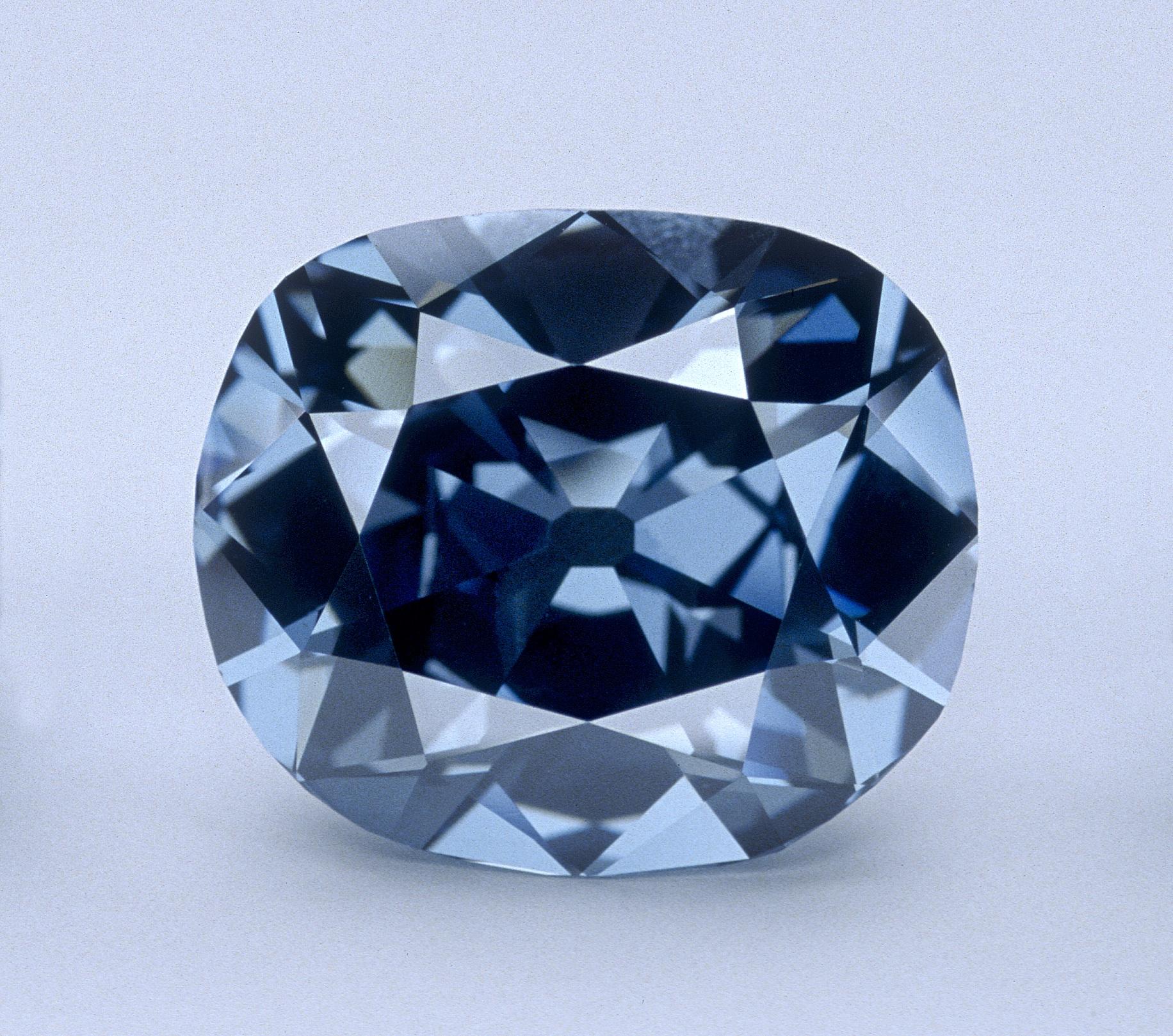 6jobb_hope_diamond_chip_clark_www_smitsonianmag_com.jpg