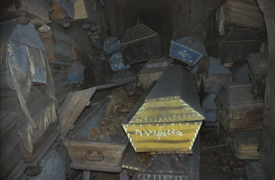 Koporsók a kriptában