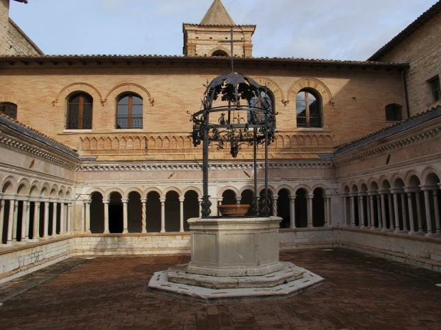 Olasz régészek és magyar antropológusok együtt tárták fel egy középkori kolostor temetőjét