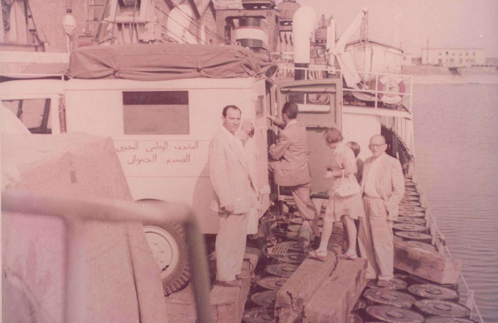 Szemle a fedélzeten: Kaszab Zoltán és Boros István igazgatók néznek a kamerába.