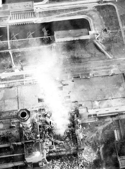 1_abra_chernobyl_burning-aerial_view_of_core.jpg