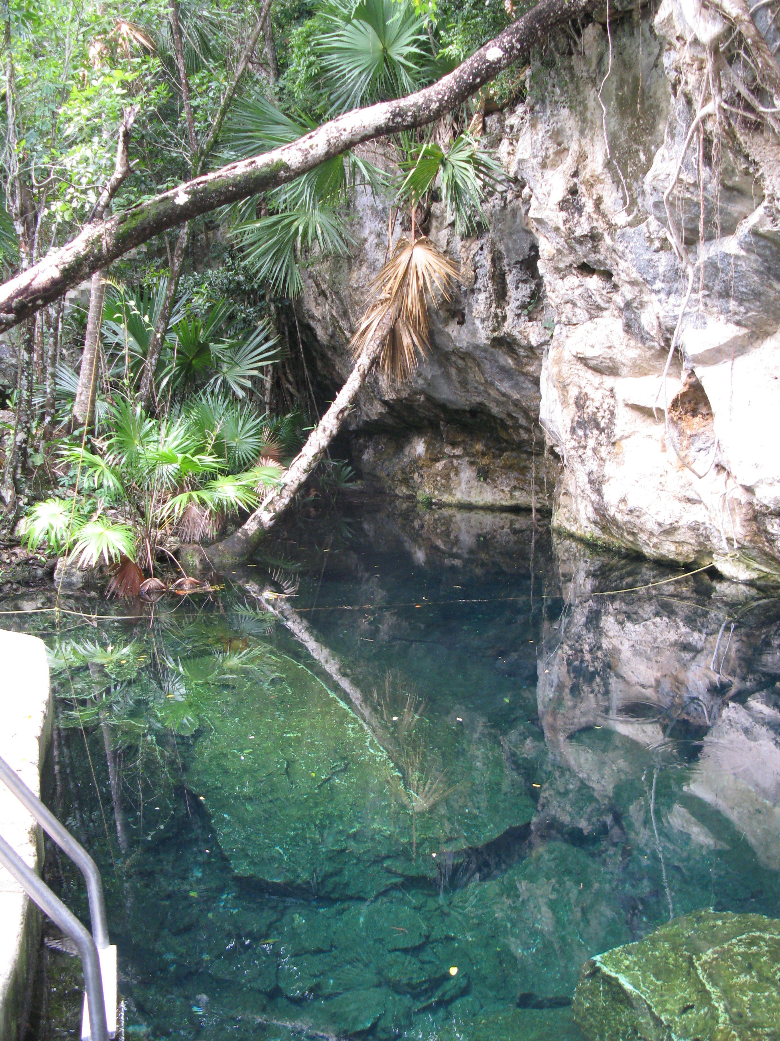 A mayák tollas kígyó eső istenéről, Kukulkan-ról elnevezett ág bejárata. Ez is, mint a Pequeno Hermano a Cenote Chac Mool része. Fotó Angyal D.