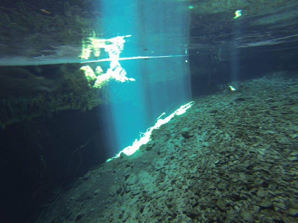 Fényjáték a Kankirixche cenote bejáratában (Abalá).