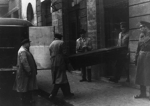 Csontok szállítása. Képek az Embertani fotógyűjteményből 3.