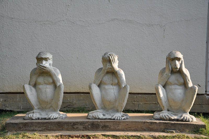 800px-gandhiji_s_three_monkeys.JPG