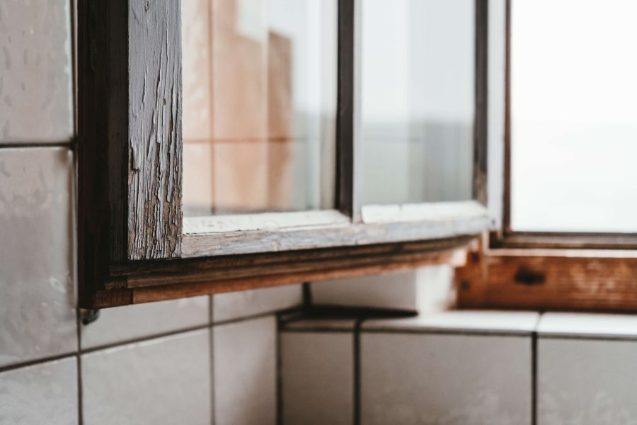 oldwindow_unsplash_02.jpg