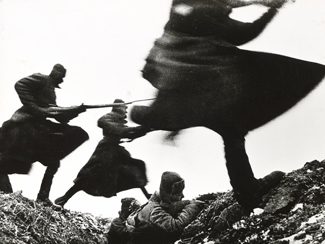 russian-soldiers-charge-forward-on-the-eastern-front-in-1941.jpg