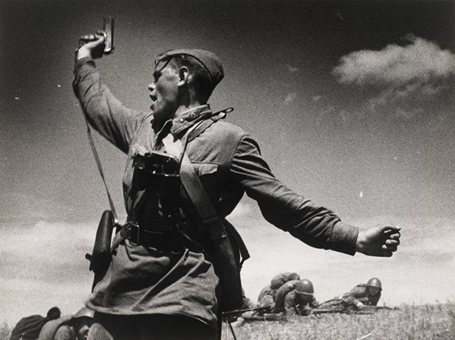 ukrainian-battalion-commander-alexsei-yeremenko-leads-soldiers-to-attack-in-1941-after-the-commander-of-his-regiment-was-injured.jpg