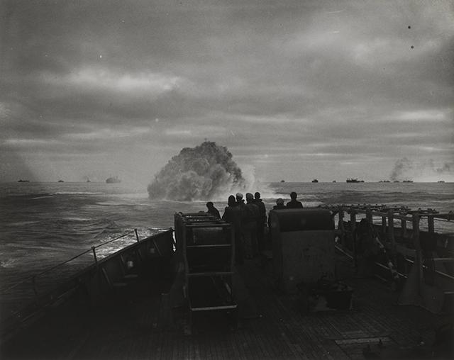 uscg-cutter-spencer-sinks-a-nazi-submarine-in-1943.jpg
