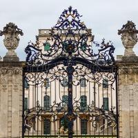 A fertődi Esterházy-kastély szobrai és homlokzatdíszei