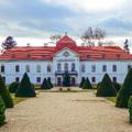 A Széchenyi uradalom központja, a nagycenki Széchenyi-kastély