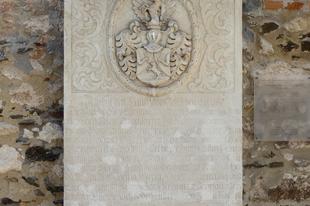 17-18. századi síremlékek egy villa kertjében