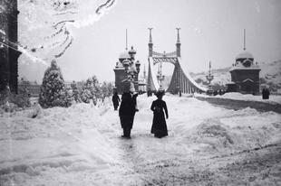 Téli Rege Fortepan módra - hólepte épületek régi képeken