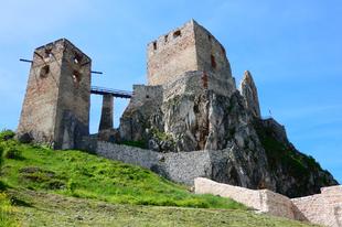 A cseszneki vár - földrengés és tűzvész pusztította várunk romjaiban is lenyűgöző